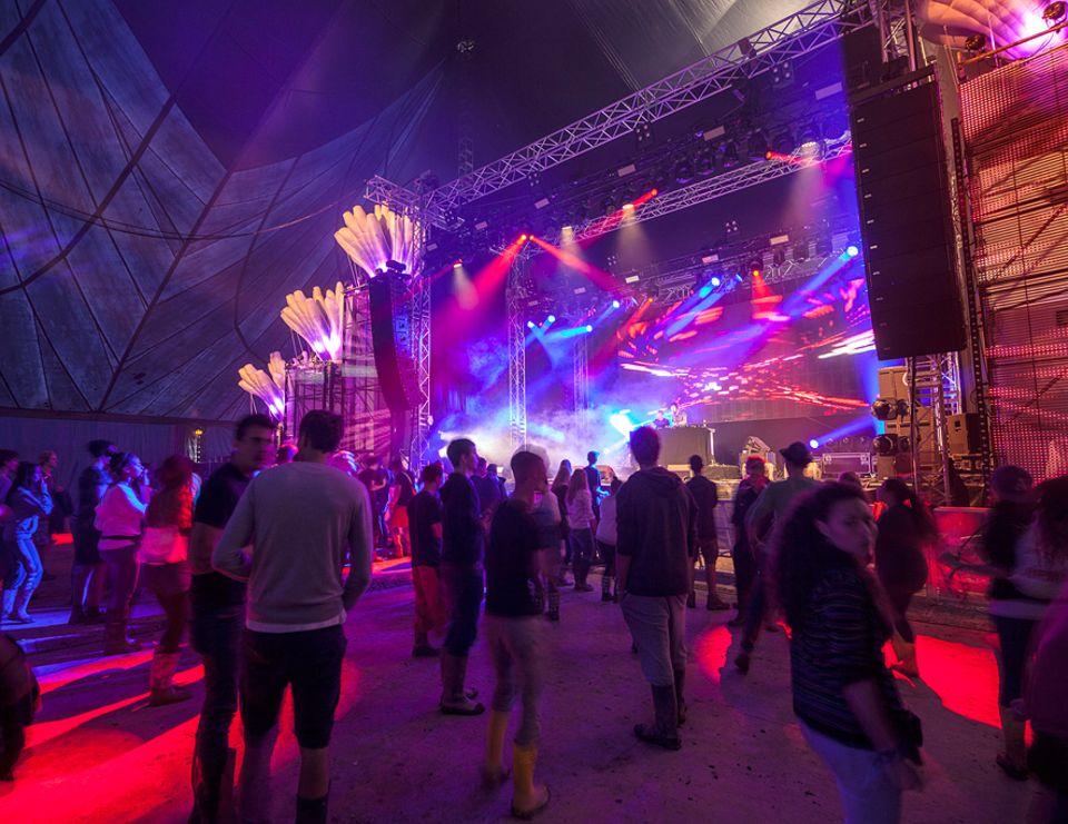 Ausflüge: Rock, Reggae, Elektro: Beim Chiemsee Summer dröhnt es fünf Tage von fünf Bühnen bis tief in die Nacht hinein