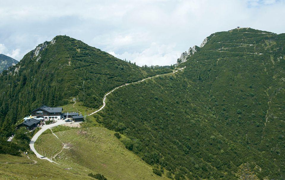 Ausflüge: Die letzten Meter vom Berggasthaus auf den Berggipfel legt man zu Fuß zurück