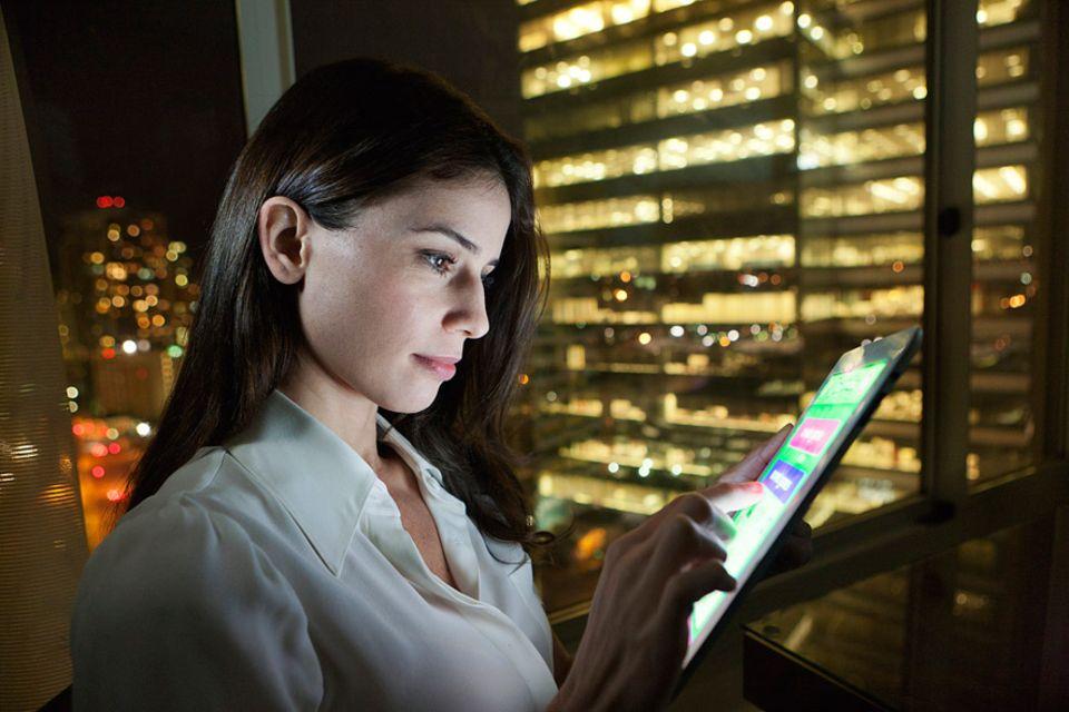 Hotel der Zukunft: Per Tablet die Raumtemperatur einstellen, das Licht ein- und ausschalten oder Weckmodi aussuchen in vielen jungen Hotelketten ist das bereits Standard