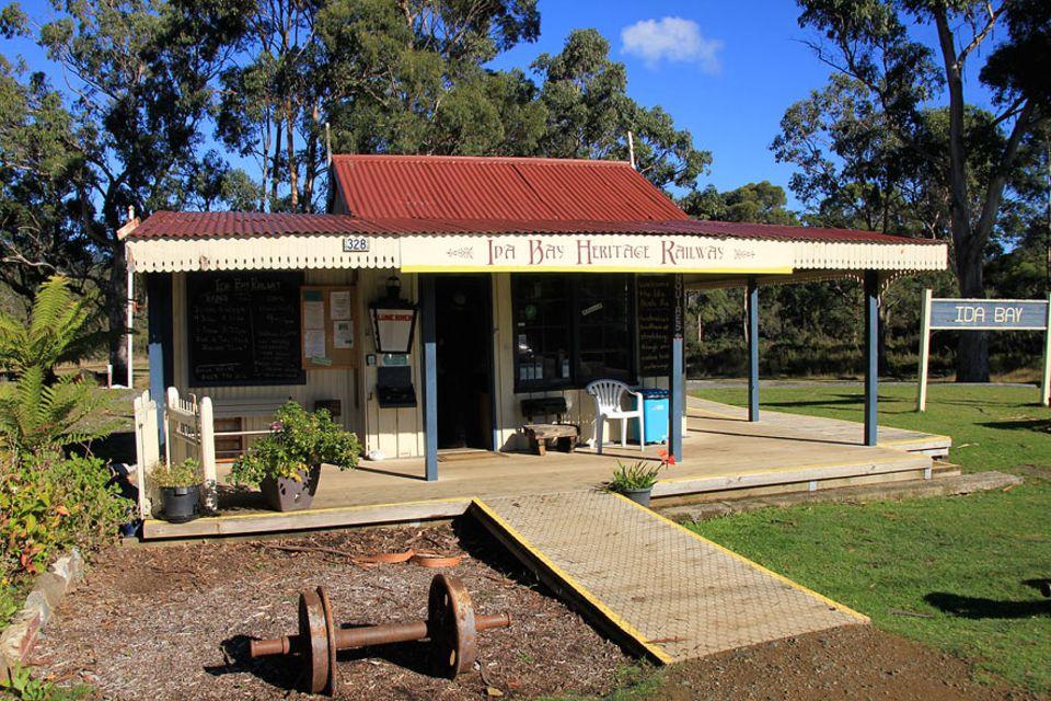 Roadtrip auf Tasmanien: Denkmalgeschützt und klein, die südlichste Bahnstation des australischen Kontinents: Ida Bay Railway