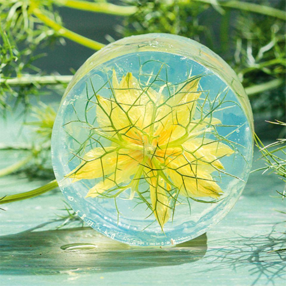 Basteln: Blumenseife