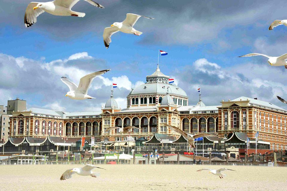 Den Haag: Der Stadtstrand von Den Haag liegt in Scheveningen. Das einstige Fischerdorf hat sich zum größten Seebad der Niederlande entwickelt