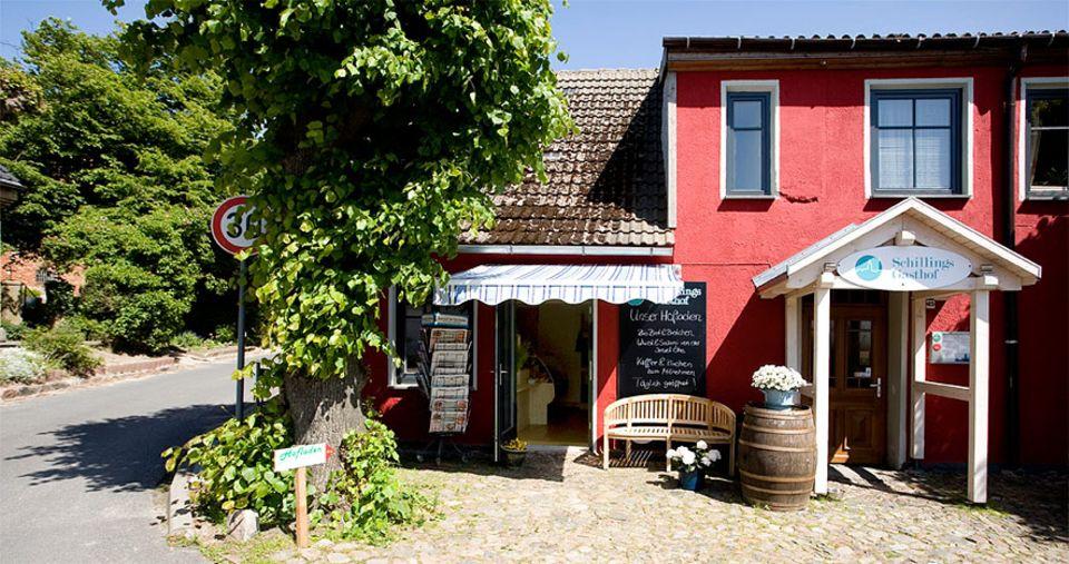 Insel Öhe: Auch wenn Gäste die Privatinsel Öhe nicht betreten dürfen, die guten Produkte der Insel gibt es im hauseigenen Bio-Laden neben Schillings Gasthof zu kaufen. Regionaler geht es nicht!