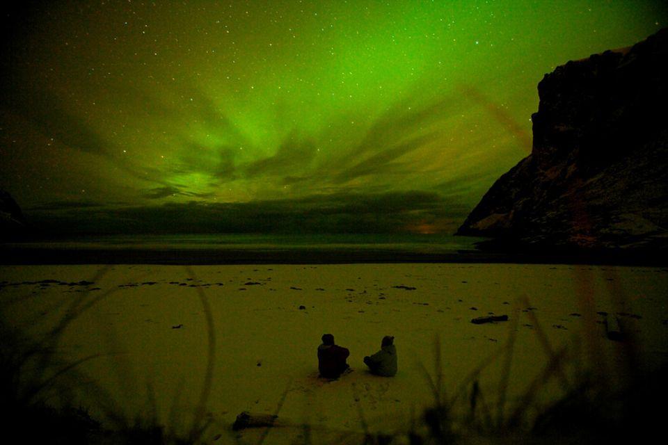 Norwegen: Polarlichter statt Sonnenuntergang: So sieht Surfurlaub auf Bjørnøya aus