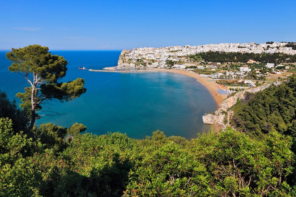 Spanien, Frankreich, Italien: O Kohle mio: Ein Lotto-Jackpot machte die Bewohner einst reich. Trotzdem blieb der Badeort in Apulien bescheiden