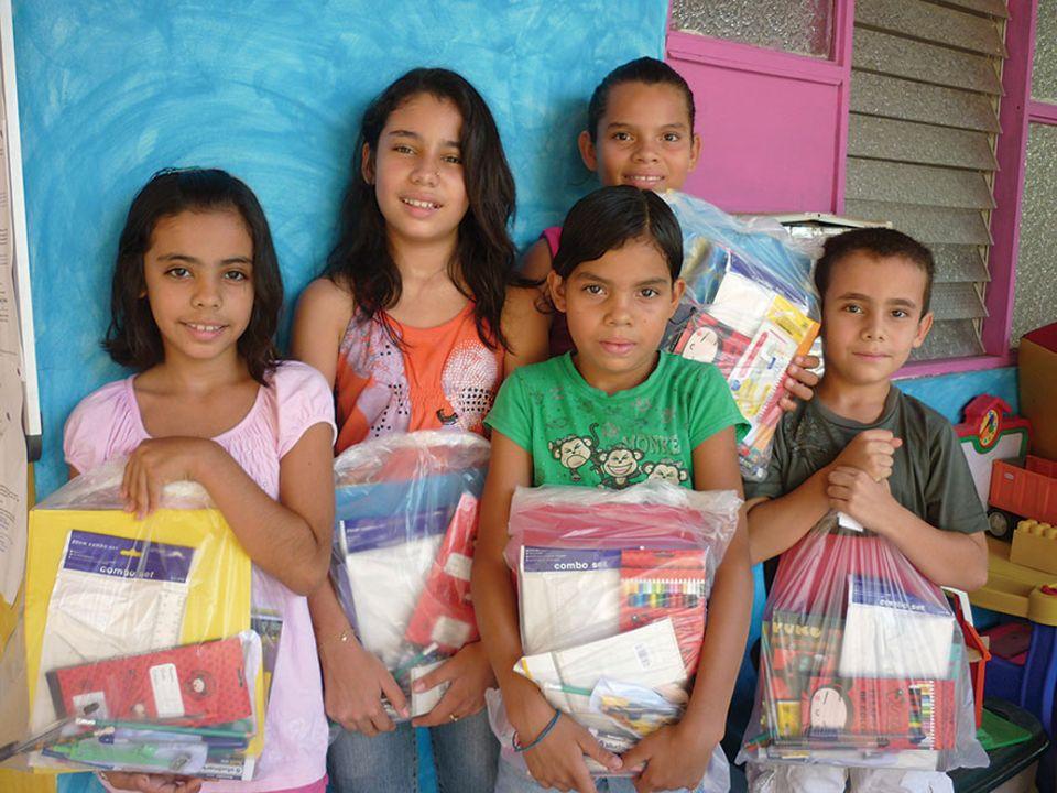"""Reisetipps: Fünf Freunde und fünf Schultüten. Oft fehlt es in den Schulen an den einfachsten Dingen. Wie gut das Rebecca Rothney da die zündende Idee für """"Pack for a purpose"""" hatte"""