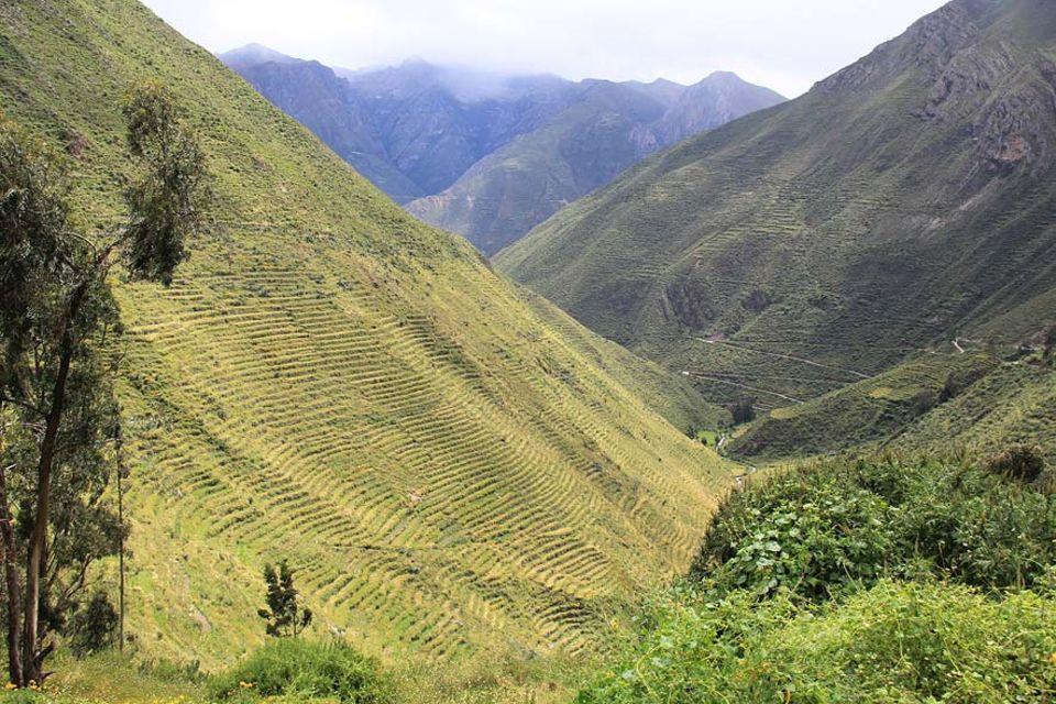 Die Terrassenlandschaft von Laraos – im Hochland von Peru gelegen. Landwirtschaftliches Erbe aus der Prä-Inka-Zeit