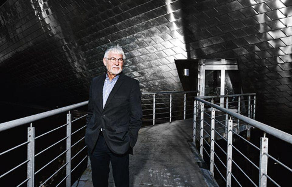 Neurowissenschaft: PROFESSOR GERHARD ROTH ist einer der renommiertesten deutschen Neurowissenschaftler. Am Institut für Hirnforschung der Universität Bremen untersucht er unter anderem, wie genau sich das menschliche Gehirn mit den Jahren verändert