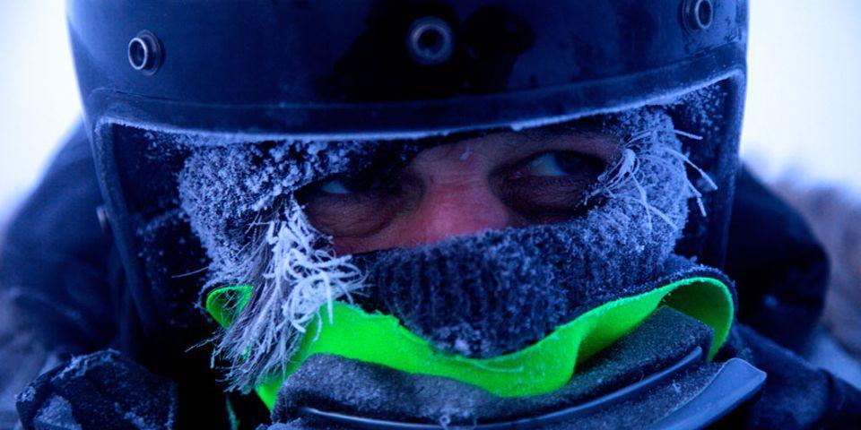 Tipps von Michael Martin: Ja, manche Outdoor-Ausrüstung sei völlig übertrieben. Bei extremer Kälte sei die richtige Kleidung jedoch unabdingbar, sagt Martin
