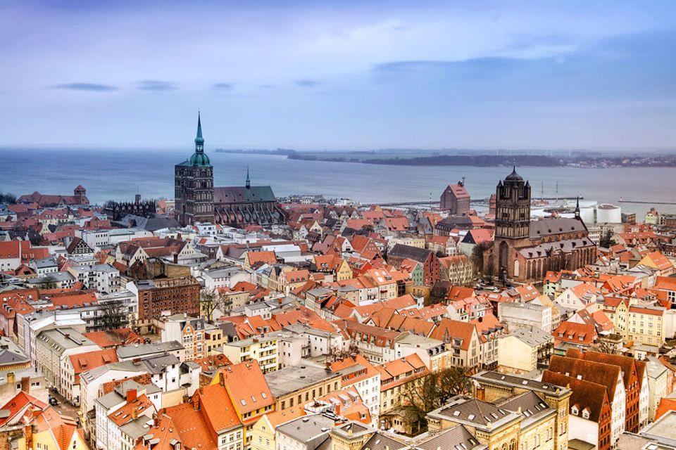 Ostsee: Vor der Haustür Stralsunds liegen zum Beispiel die Insel Rügen und die Vorpommersche Boddenlandschaft