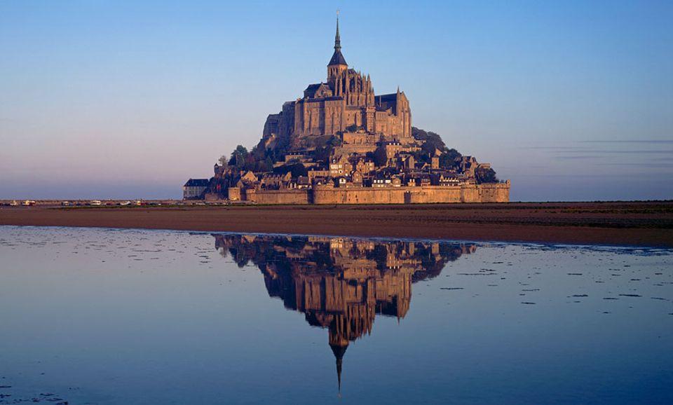 Frankreich: Von Saint-Malo aus empfiehlt sich auch ein Abstecher in das Fischerstädtchen Cancale. Von dort hat man einen tollen Blick auf Mont Saint-Michel