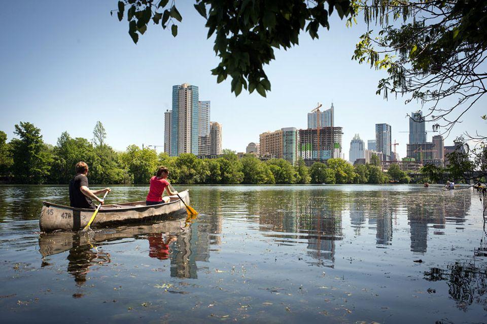 Reisetipps: Der Colorado River durchzieht Austin und bietet viele Möglichkeiten immer wieder die Perspektive zwischen Skyscrapern und Natur zu wechseln