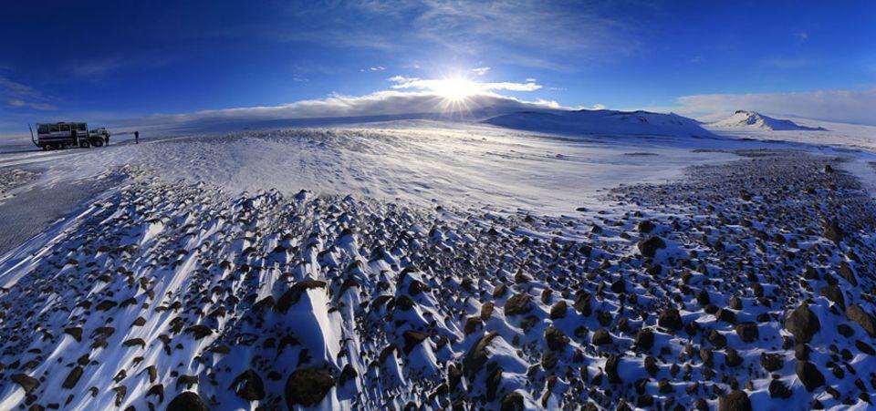 """Island: Lediglich der Vatnajökull im Süden Islands ist noch größer als der Langjökull, was übersetzt so viel heißt wie """"langer Gletscher"""""""