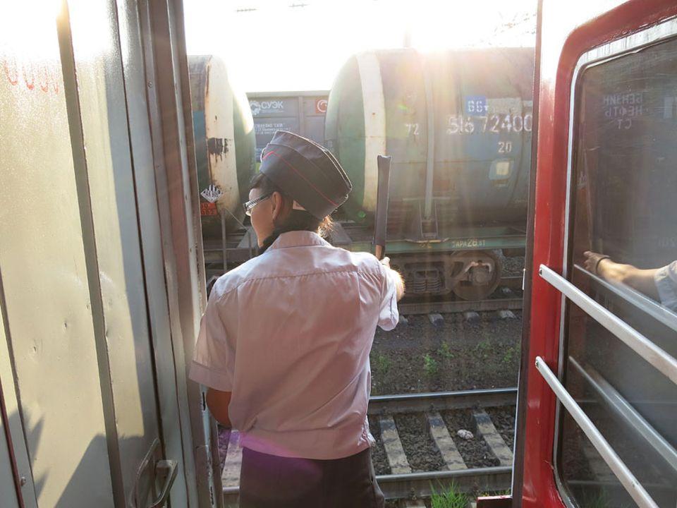 Reisetraum: Jeder Wagen des Linienzugs hat eine eigene Schaffnerin, Männer machen diesen Job nur selten