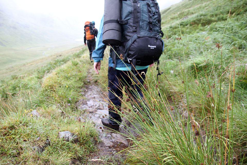 Knoydart in Schottland: Schritt für Schritt zum Ziel. Der Mam Barisdale Pass ist nicht leicht zu überwinden