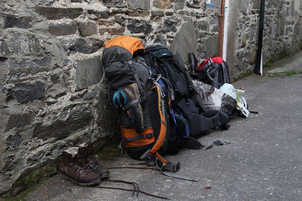 Knoydart in Schottland: Dreckige Schuhe müssen draußen bleiben! Endlich angekommen an der Wanderhütte der Knoydart Foundation