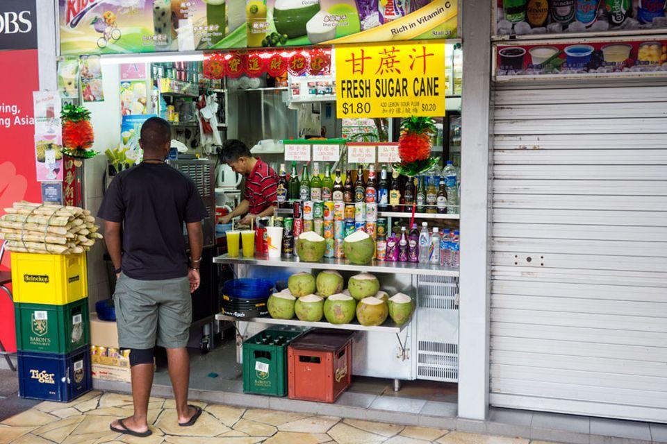 Reisetipps: Gut investierte 1,80 Singapur-Dollar (etwa 1,20 Euro): frischgepresster Zuckerrohrsaft