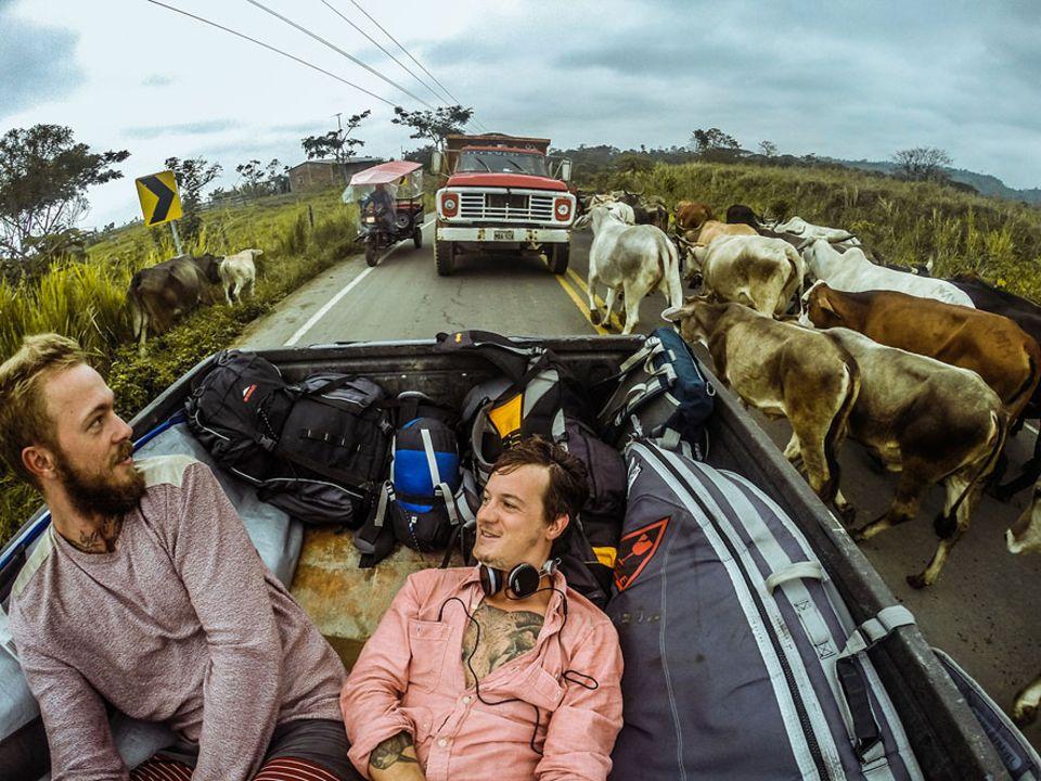 Salt & Silver: In Ecuador waren Cozy und Jo so knapp bei Kasse, dass es erstmal nur trampend weitergehen konnte