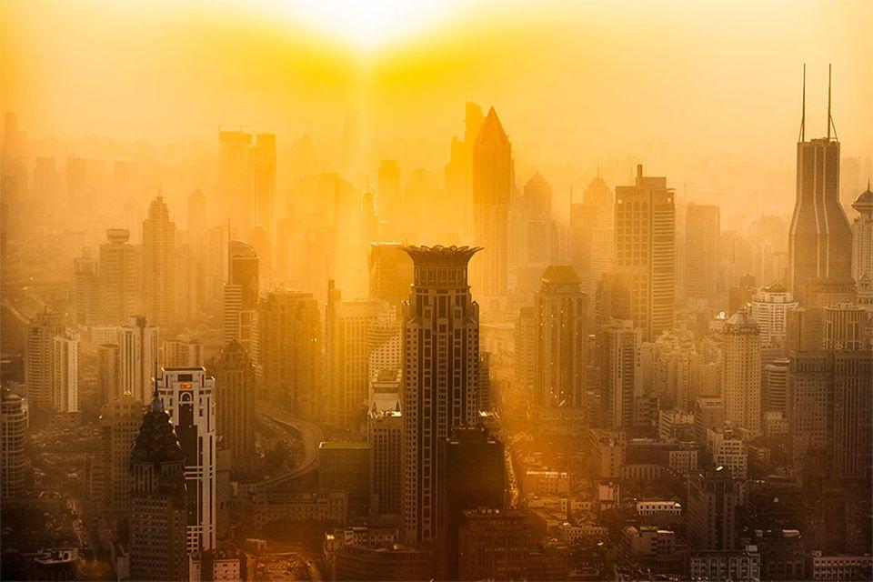 Klimawandel: Sonnenuntergang über Shanghai: Die Folgen des Klimawandels sind in den Großstädten schon jetzt zu spüren