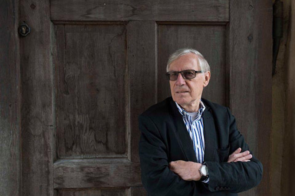 Prägung: Klaus A. Schneewind ist emeritierter Professor und Autor eines klassischen Lehrbuchs über Familienpsychologie. Er hat sich unter anderem mit Erziehung und Sozialisation beschäftigt und arbeitet als Paar- und Familientherapeut