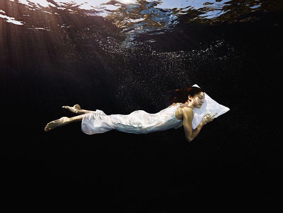Träumen: Unsere Traumerlebnisse verändern sich im Laufe der Nacht: Während des Einschlafens sind sie vergleichsweise realitätsnah
