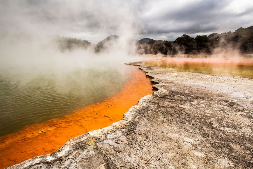 Neuseeland: Die natürlichen Thermalbecken im Tal von Whakarewarewa liegen südlich von Rotorua und sind die Hauptattraktion in der Region