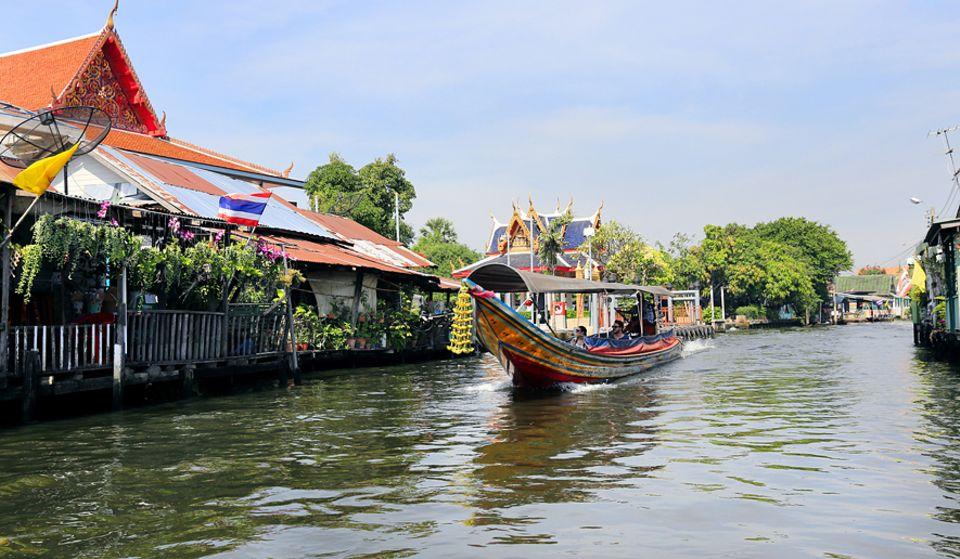 Thailand: In den Seitenarmen des Chao Phraya lässt sich erahnen wie ursprünglich der Flusslauf einst gewesen sein muss