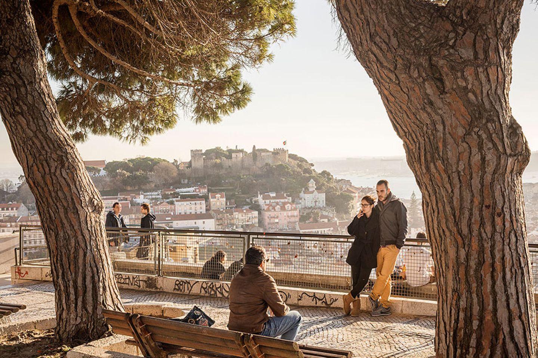 Reisetipps: Lissabon: Der Ausblick vom Miradouro a Senhora do Monte aber dürfte auf ewig im Gedächtnis bleiben
