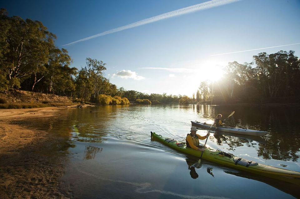 """Australien: Der Murray ist zusammen mit dem Darling River Australiens wichtigstes Fluss-System: Aus den Snowy Mountains fließt der """"mighty Murray"""" gen Meer und bildet auf über zwei Dritteln seiner 2300 Kilometer die Grenze zwischen Victoria und Neusüdwales"""