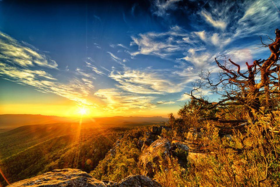 Australien: Die schroffen Felsen in Victoria erinnerten den schottischen Forscher Sir Thomas Mitchell an die heimische Bergkette Grampian Mountains und benannte 1836 das australische Schutzgebiet genauso: Grampians-Nationalpark
