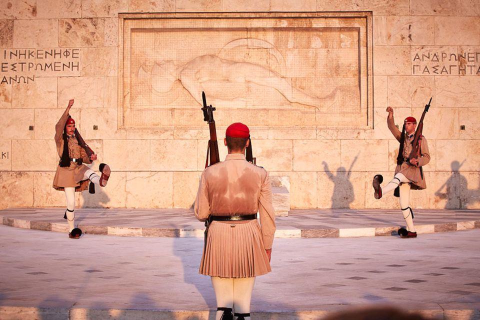 Reisetipps: Heiß geliebt bei den Urlaubern: Wachwechsel der Präsidialgardisten am Syntagma-Platz