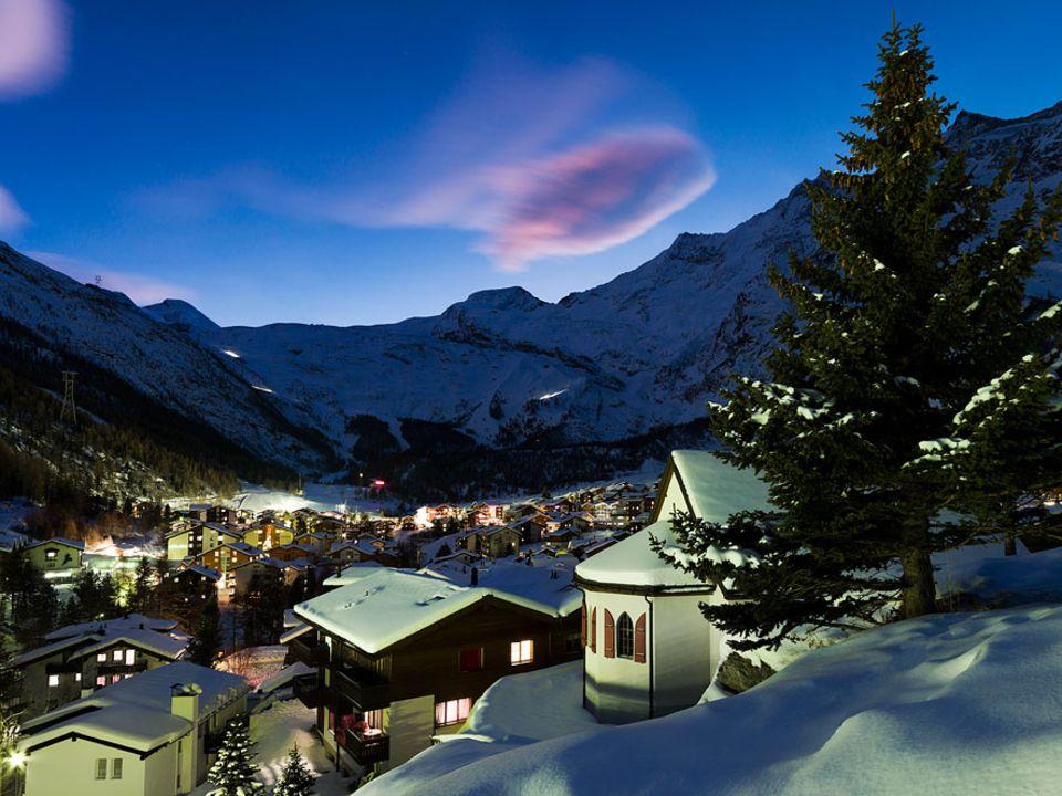 Schweiz: Bereits 1951 entscheid man, dass Saas-Fee autofrei bleiben soll und so ist das Dorf im Kanton Walli inzwischen über die Landesgrenzen hinaus für seine nachhaltige Ansätze bekannt