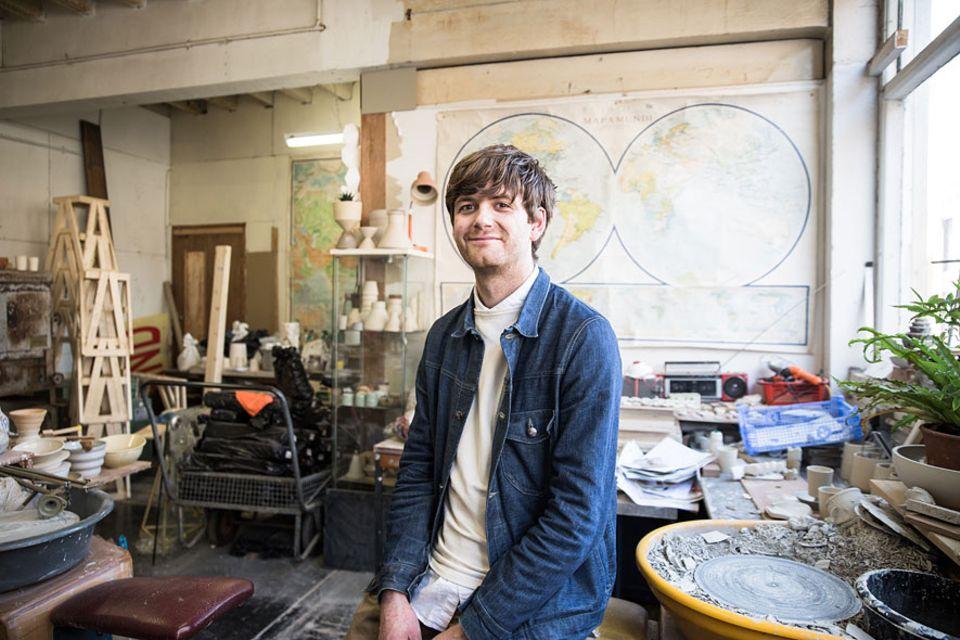 Reisetipps: Unser Insider für Manchester ist der junge Designer Joe Hartley. Der 32-jährige verwendet bei seinen Designs ausschließlich Stoff, Ton und Holz