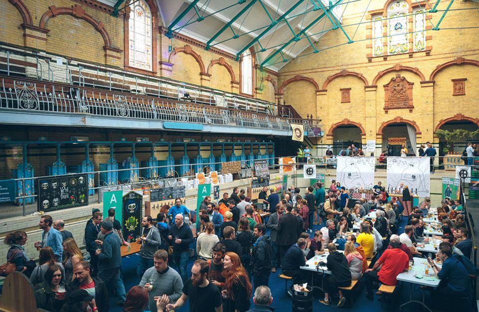 Reisetipps: Zum Beertasting in die alte Badeanstalt: Volles Haus bei The Independent Manchester Beer Convention