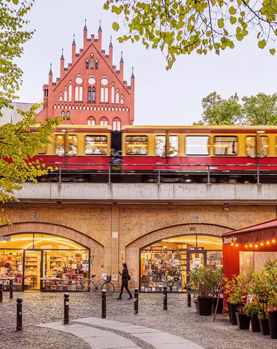 Berlin: Über den Savignyplatz schlendert die Westberliner Boheme