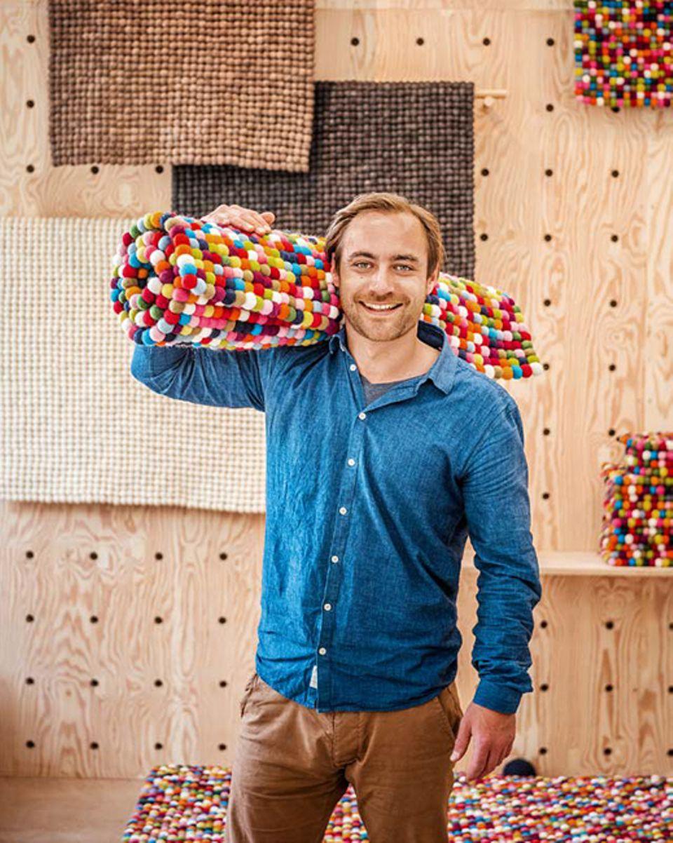 Berlin: Aaron Freitag hat sein Geschäft für Filzkugelteppiche direkt im Westen eröffnet, weil er hier mehr auffällt