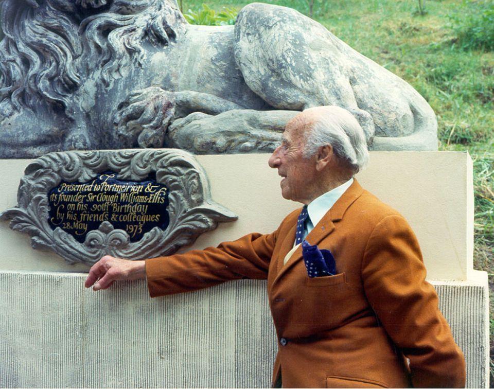 Portmeirion: Sir Clough Williams-Ellis war für seine Exzentrik aber auch seine Herzlichkeit bekannt. 1975 erklärte er Portmeirion als fertiggestellt, 1978 starb er