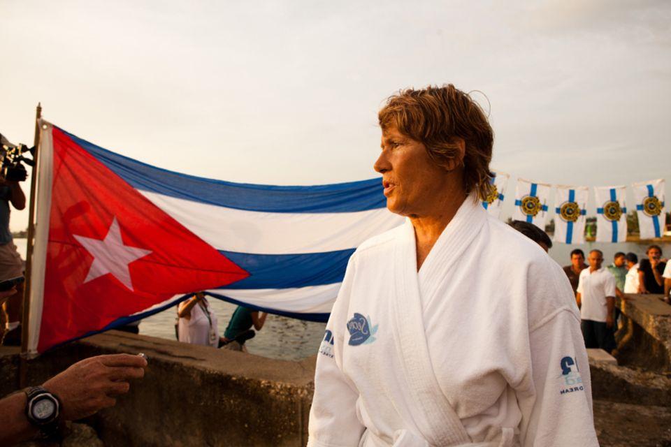 Diana Nyad: Vor dem letzten Versuch gibt Diana Nyad noch ein Interview in Havanna. Es liegen 177 Kilometer vor ihr
