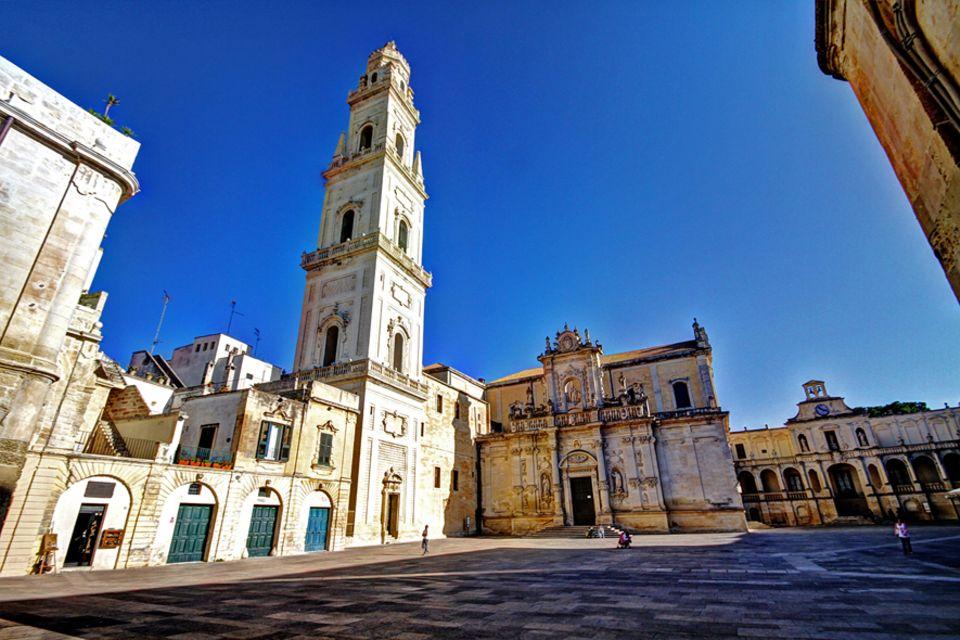 Apulien: Eine Innenstadt, die einem Freilichtmuseum gleicht. Auch der Dom von Lecce beeindruckt im Barockstil