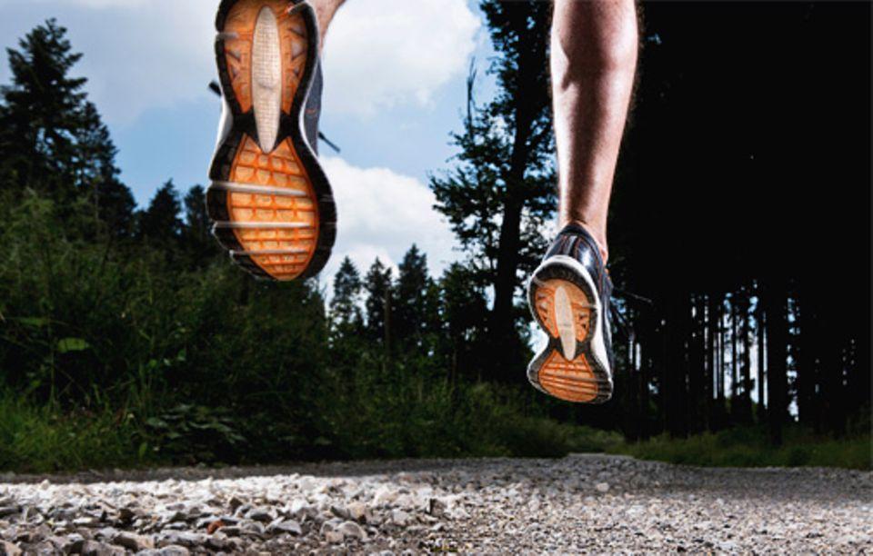Joggen: Viele »Läuferweisheiten« erweisen sich bei genauerem Hinsehen als wissenschaftlich nicht haltbar. In Wahrheit ist vieles unkomplizierter, als man denkt