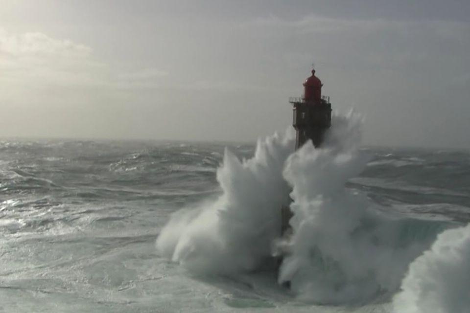 Frankreich: Wenn das Meer mit voller Wucht auf die Bretagne trifft