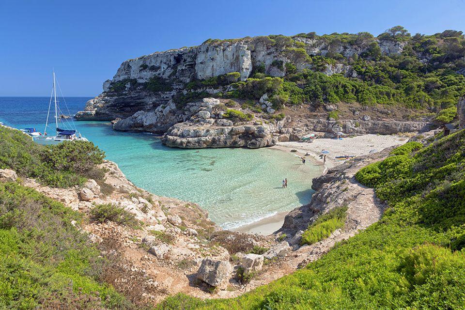 Balearen: Dass den Stränden auf Mallorca der Sand ausgeht, sind die Touristen Schuld. Fast jeder nimmt 30 Gramm Sand mit und das summiert sich über die Hauptsaison