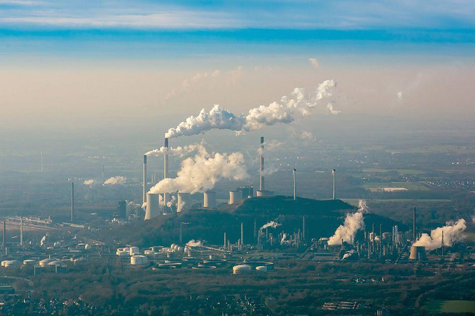 Klimafolgen: Kohlekraftwerke in Gelsenkirchen: Die Verflechtung der Finanzindustrie mit der fossilen Energiewirtschaft birgt Risiken