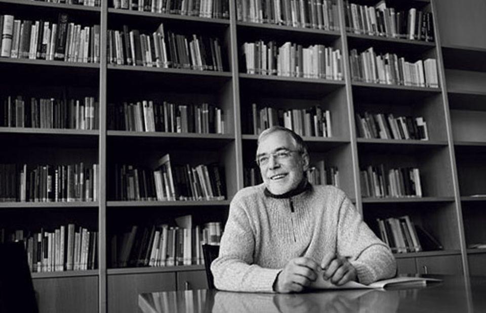 Naturerfahrung: Der Neurobiologe Prof. Dr. Gerald hüther, Jg. 1951, beschäftigt sich unter anderem mit dem Einfluss früher Erfahrungen auf die Gehirnentwicklung. Seit 2015 ist er Vorstand der »Akademie für Potentialentfaltung«