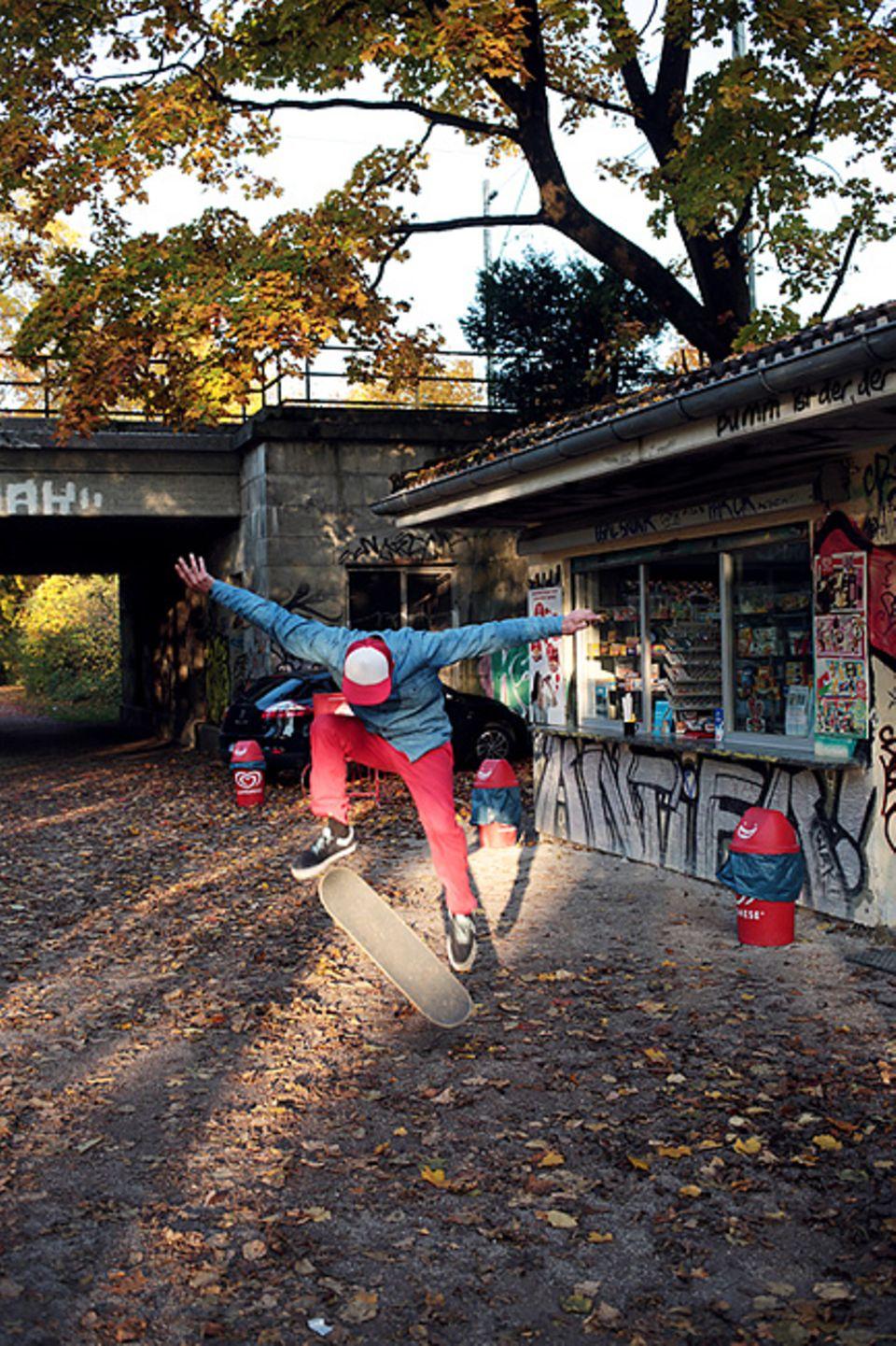 Giesing: Skaten und Chillen am alten Kiosk bei der Braunauer Brücke