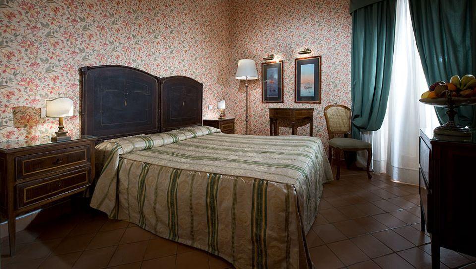Reisetipps Süditalien: Eine Nacht im alten Stadtpalast, das Chiaja Hotel del Charme bietet 27 klassische Zimmer in der alten Villa