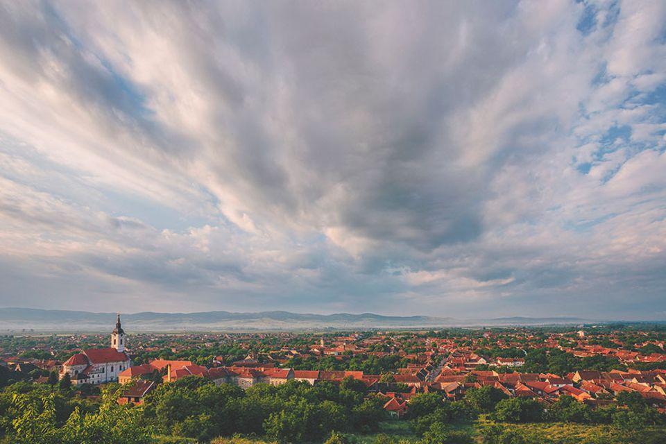 Serbien: Bela Crkva ist eine verträumte Kleinstadt in den Ausläufern der Karpaten gelegen. Sie ist umgeben von sieben Seen, die einst die deutschen Besetzer anlegten und heute als Naherholungsgebiet beliebt sind