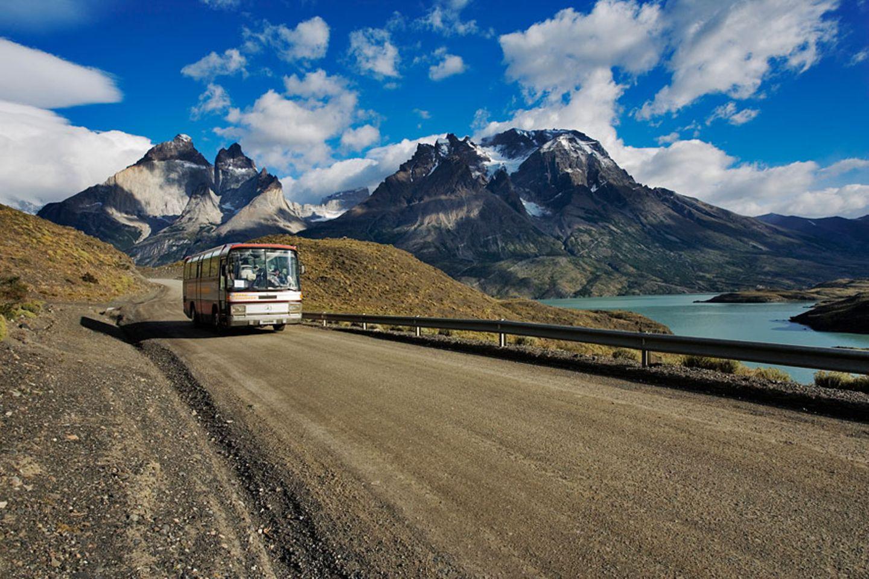 Sanfter Tourismus: Der Reisebus gilt nicht nur innerhalb Deutschlands als das nachhaltigste Fortbewegungsmittel, sondern auch vor Ort, sollte man so oft wie möglich mit den öffentlichen Verkehrsmitteln reisen