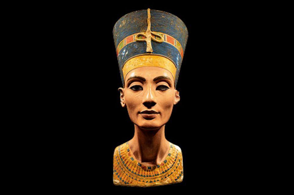 GEO EPOCHE EDITION: Revolution von oben: Um 1350 v. Chr. leitet Pharao Echnaton eine radi kale Wende am Nil ein, die Religion und Politik umstürzt und auch die Kunst erfasst. An seiner Seite: Königin Nofretete