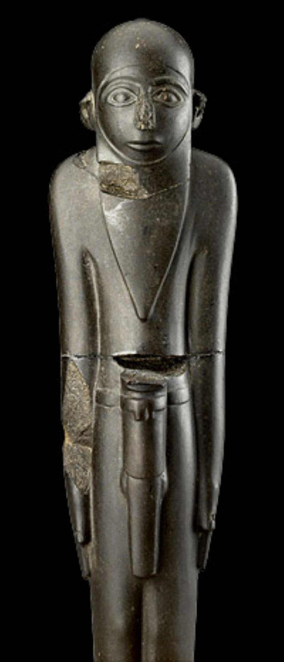 GEO EPOCHE Edition: Starr und unbewegt schaut dieser bärtige Mann seinem Betrachter entgegen. Die Basalt-Statue entsteht um 3350 v. Chr. und gehört zu den frühesten dreidimensionalen Kunstwerken im Land der Pharaonen